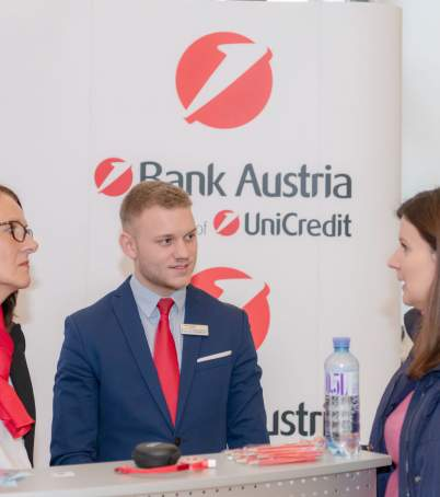 Am Messestand von der UniCredit Bank Austria